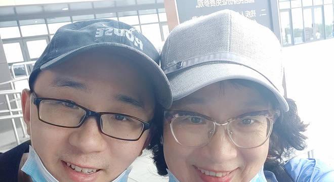 Li Jingzhi e seu filho Mao Yin (Jia Jia)