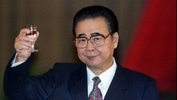 Morre ex-premiê Li Peng, líder por trás do massacre da Praça da Paz Celestial em 89 (Will Burgess / Reuters - 30.9.1994)