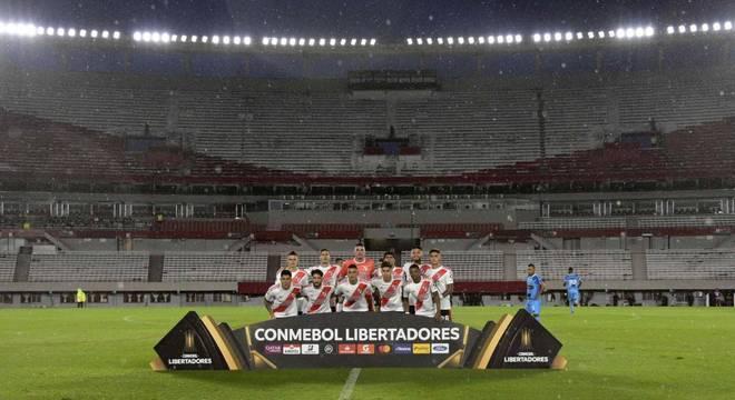 Portões fechados também na Libertadores. Pressa na  volta  do futebol