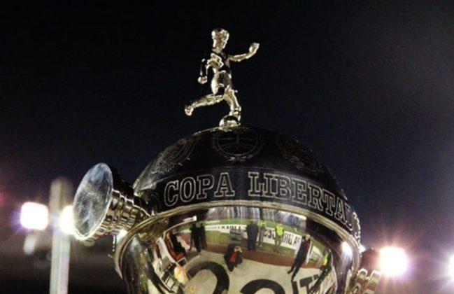 Libertadores: a CONMEBOL ainda não se pronunciou sobre uma possível paralisação, mas por enquanto os jogos seguem sendo realizados normalmente e caso uma cidade esteja em lockdown, a partida é realocada.