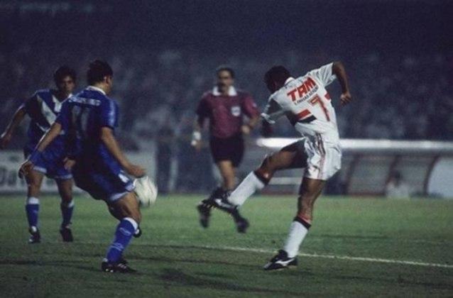 Libertadores de 1994 - Campeão da América do Sul nos anos de 1992 e 1993, o São Paulo caminhava rumo ao tricampeonato no ano de 1994, mas perdeu a final para o Vélez Sarsfield, nos pênaltis.