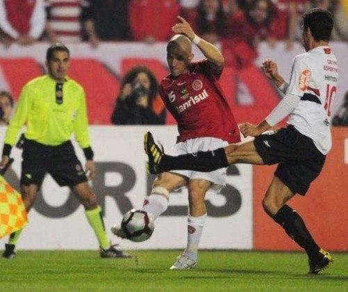 Libertadores de 2006 - O campeão da América do Sul em 2005, o São Paulo, poderia ser tetracampeão em 2005 se não fosse pelo Internacional, que venceu a partida de ida no Morumbi e empatou o jogou da volta no Beira-Rio.