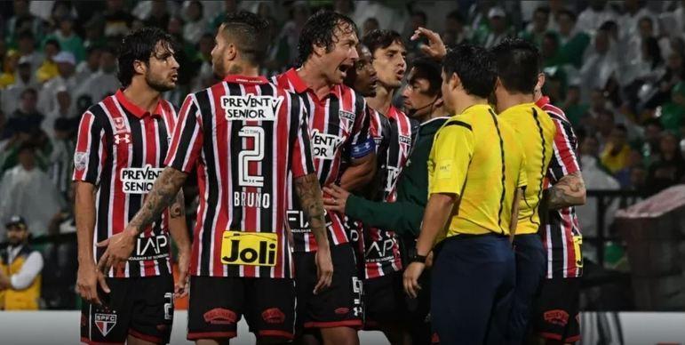 Libertadores de 2016 - Comandado por Edgardo Bauza, o São Paulo chegou longe na Libertadores de 2016, alcançando a semifinal, onde enfrentou o Atlético Nacional, da Colômbia, que já havia eliminado o time do Morumbi em 2013, na Sul-Americana. O Tricolor perdeu os dois jogos, com direito a duas polêmicas de arbitragem.