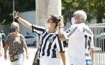 Famílias e amigos se encontraram para torcer do lado de fora do Maracanã