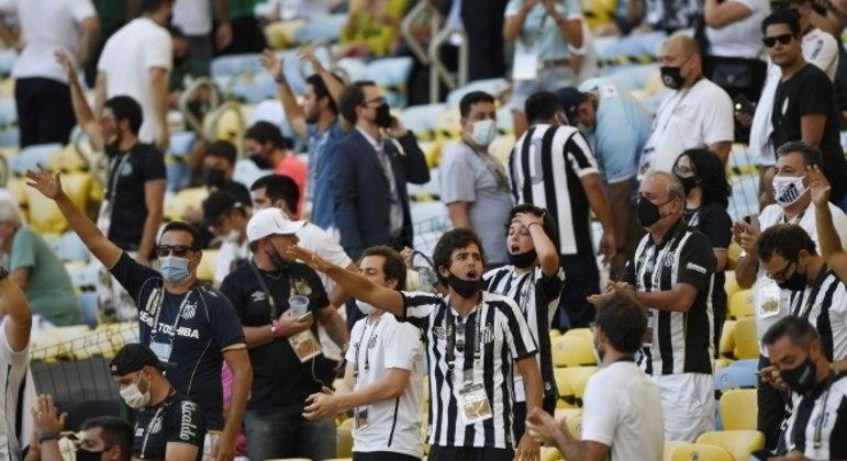 Torcida do Santos no Maracanã