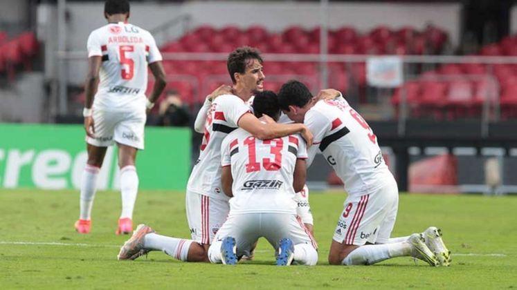 LIBERTADORES - São Paulo - Atual campeão paulista, o São Paulo recebeu os mesmos votos do Palmeiras: dezessete pessoas acreditam que o Tricolor classifique à Libertadores via G6, e outras duas apontam o time treinado por Hernán Crespo como o campeão da edição 2021.