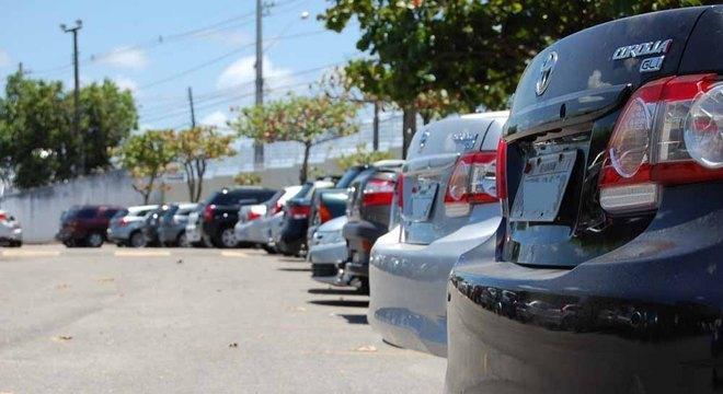 Licenciamento de veículos com placa de final 8 deve ser realizado até 30