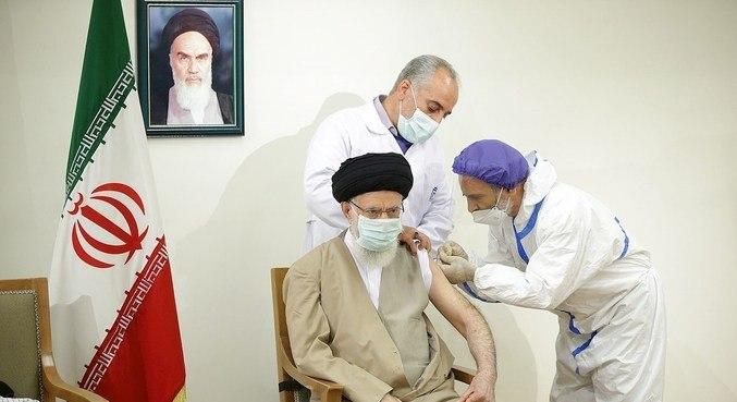 Líder supremo do Irã recebe vacina local contra covid-19