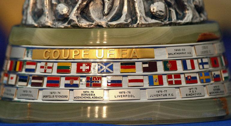 A base da taça da Liga Europa, ex-Copa da UEFA