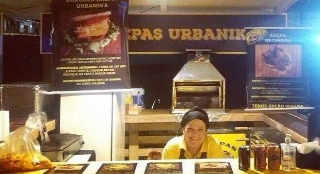 Liliana Patrícia Pataquiva faz entregas delivery para sobreviver
