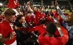O Lille quebrou uma hegemonia de dez anos do time parisiense no Francês e comemorou o título da temporada 2020/2021 — o quarto de sua história — com a vitória deste domingo (23) sobre o Angers por 2 a 1. O time terminou a sua vitoriosa campanha com 83 pontos, uma a mais que o PSG