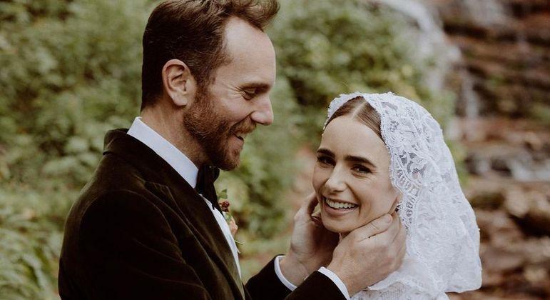 Aos 32 anos, Lily Collins se casou no último sábado (4)