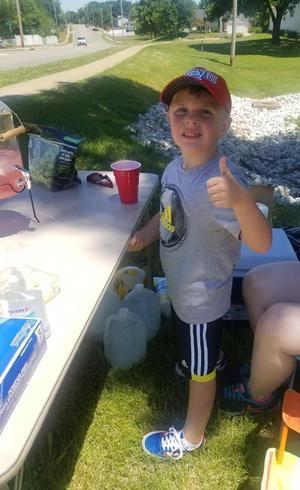 Com 5 anos, Cooper é bombeiro honorário
