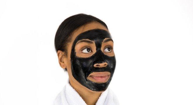 A produção natural de colágeno, que mantém a pele firme, começa a diminuir a partir dos 25 anos. Por isso o tratamento deve ser contínuo após esta idade.