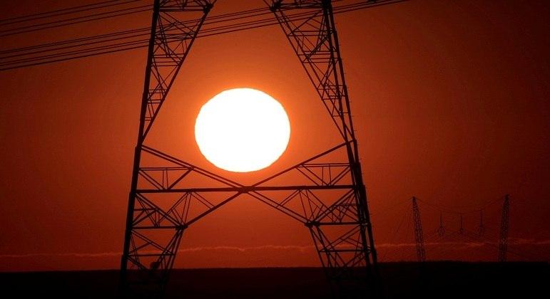 Linhas de transmissão de energia: agravamento da crise hídrica vai impactar as contas de luz