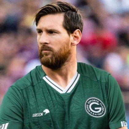 Lionel Messi com a camisa do Goiás