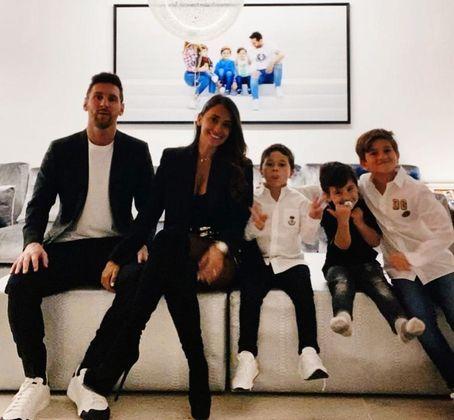 O camisa 10 do Barcelona costuma visitar, junto da esposa e seus três filhos, seu hotel em Sitges, que fica localizado a 20 minutos de distância da costa espanhola. Tudo em casa literalmente