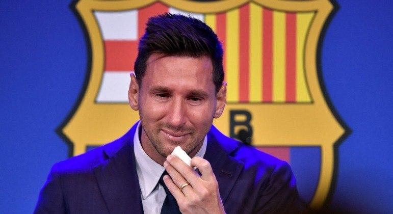 Messi se emocionou muito na despedida do Barcelona
