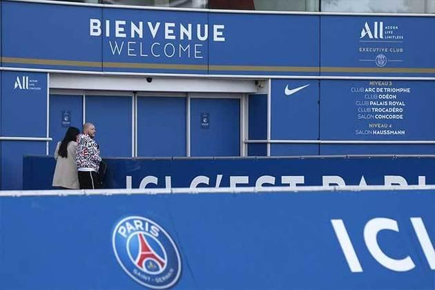 Lionel Messi está em negociações avançadas com o Paris Saint-Germain e notícias animam os fãs