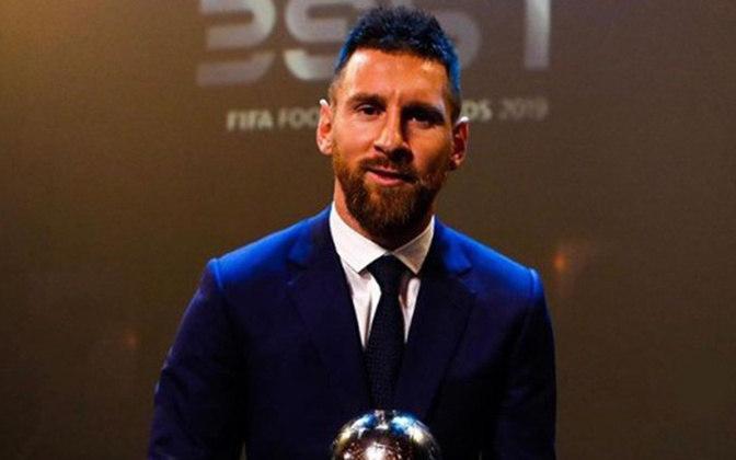 Lionel Messi não manda bem somente no campo. O craque sempre aparece em eventos e nas redes sociais vestindo roupas de grifes famosas