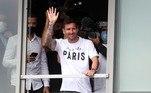 Quando Messi finalmente chegou, acenou para a galera