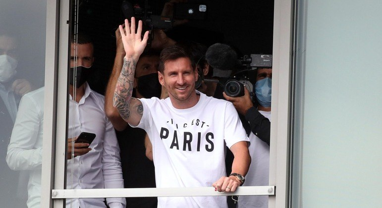 O sonho do PSG está realizado. Messi chegou a Paris. Para mudar o patamar do futebol francês