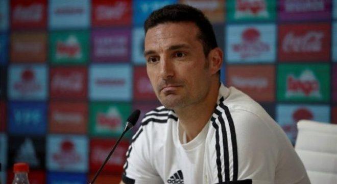O técnico da Areentina, Lionel Scaloni, que foi atropelado na Espanha