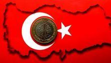 Lira turca desaba 17% após demissão de presidente do BC
