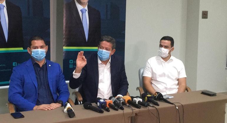 Marcelo Ramos (de azul)  com Lira ao centro: vice conhecido por ser crítico ao governo