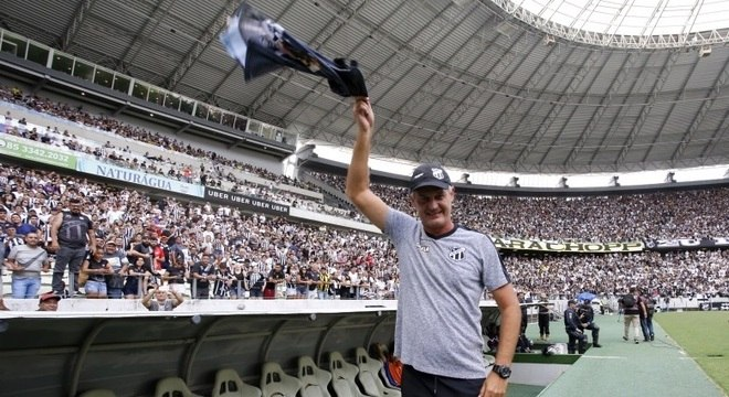 Luiz Carlos Cerne, o 'Lisca Doido', renovou com o Ceará até o fim de 2019
