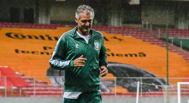 Técnico Lisca faz história no América, com classificação para semi da Copa do Brasil