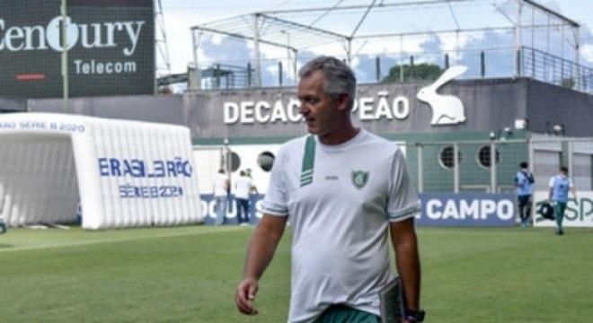 Lisca reclamou do gol mal anulado de Ademir no fim do jogo contra a Chape
