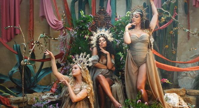 Perrie, Leigh-Anne e Jade estão poderosas no clipe de 'Love (Sweet Love)'