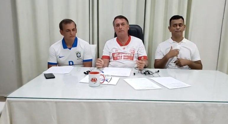 Presidente Jair Bolsonaro durante live