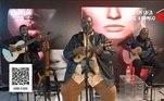 O nome de Péricles está entre os shows mais assistidos da quarentena. O músico cantou e foi visto por cerca de 11 milhões de pessoas