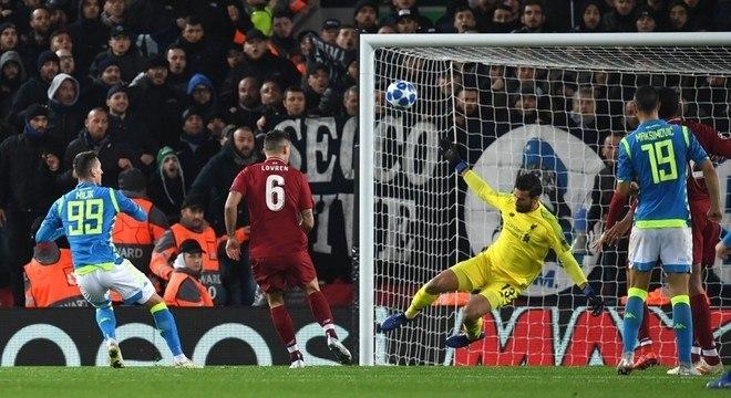 Liverpool 1 X 0 Napoli, o milagre de Alisson Becker