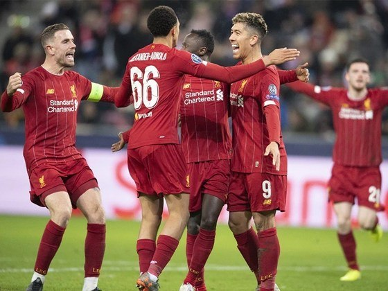Liverpool - Alisson, Alexander-Arnold, Joe Gomez, Van Dijk, Robertson; Henderson, Milner, Wijnaldum; Mané, Salah e Roberto Firmino. Técnico: Jurgen Klopp.