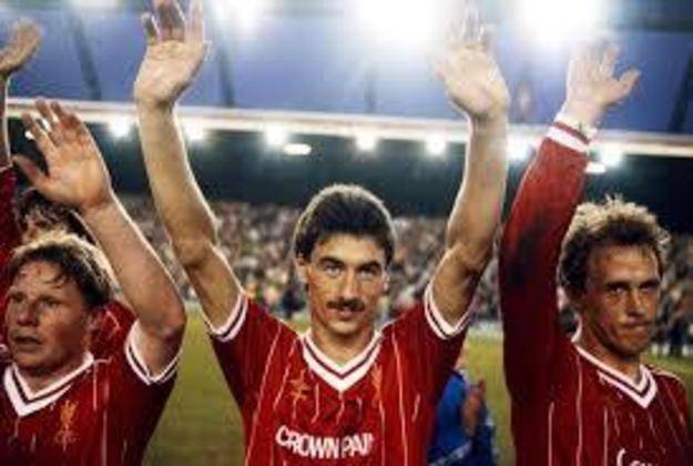 Liverpool - Os reds conquistaram a Champions League de forma invicta em duas temporada:. Foram 6 vitórias e 3 empates em 1980-81; e 7 vitórias e 2 empates em 1983-84