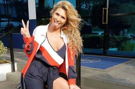 Lívia Andrade se pronuncia após saída do SBT