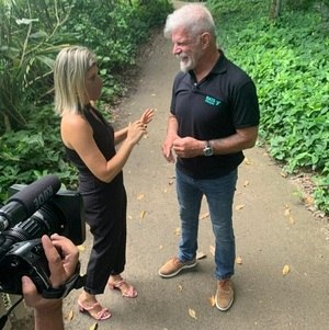 """Lívia Mendonça entrevista Raul Gazola para o """"A Noite é Nossa"""""""