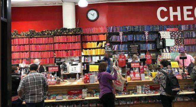Livraria conta com a ajuda de sua clientela para se manter