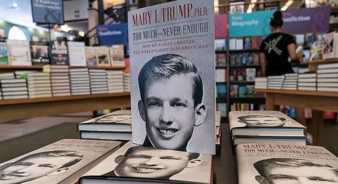 """Em seu livro, Mary Trump chama seu tio de """"o homem mais perigoso do mundo"""""""