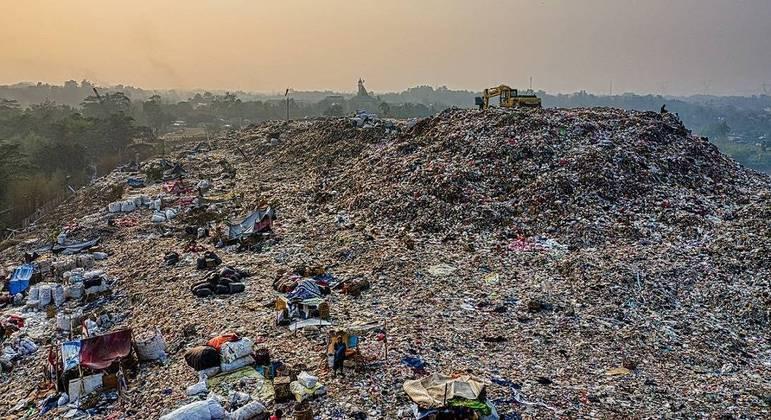 Por dia, 35 mil toneladas de resíduos vão parar em lixões a céu aberto e contaminam solo