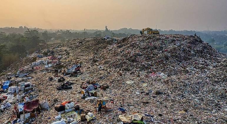 Vinte lixões foram desativados entre março e junho no Brasil, segundo Abetre