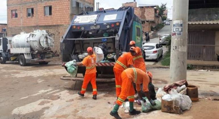 Trabalhadores da limpeza urbana alegam exposição à contaminação pela covid-19