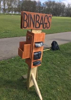 Invenção faz com que pessoas possam retirar os sacos de lixo