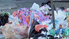 Por vacina, garis param coleta e ruas de SP ficam tomadas por lixo