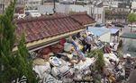 As imagens da redeSeoul Broadcasting System mostram como a casa de dois andares do casal de aposentados se transformou em um assustador depósito de lixo. Choi, 75 anos, afirma que