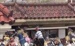Um casal de idosos da Coreia do Sul coletou 150 toneladas de lixo ao longo de 10 anos para dar de herança ao filho. O rebento de 40 anos continuamente recusou sair de casa, se casar ou mesmo arrumar um emprego