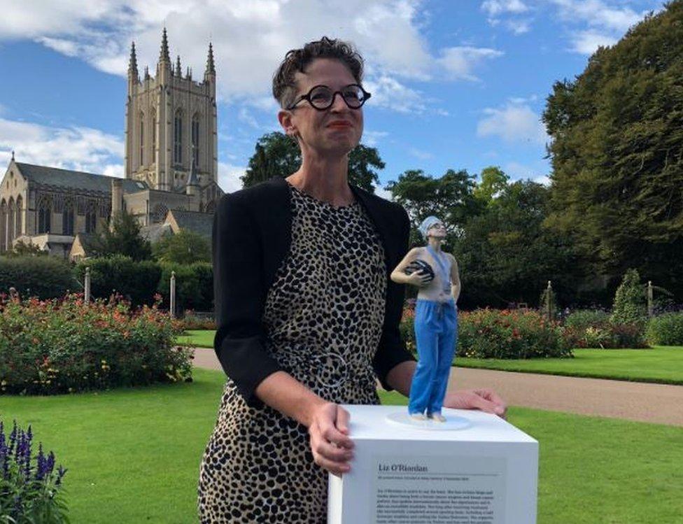 O'Riordan ganhou uma estátua em sua homenagem no ano passado, localizada nos jardins da abadia de Bury St Edmunds